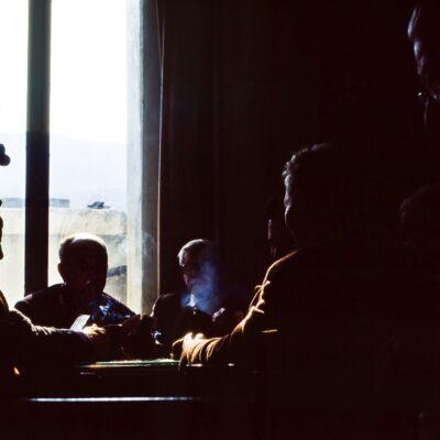 Männer beim Kartenspiel – Kreta, Lithines – März 1984