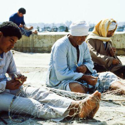 Eine sichtbare Gemeinsamkeit am Fischernetz – Ägypten, Alexandria – April 1984
