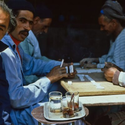 Dominospieler im älteren Teil des Stadtzentrums – Ägypten, Kairo – April 1984