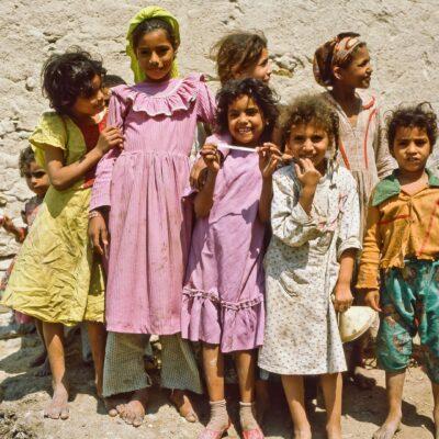 Neugierige Mädchengruppe – Ägypten, Kairo – April 1984