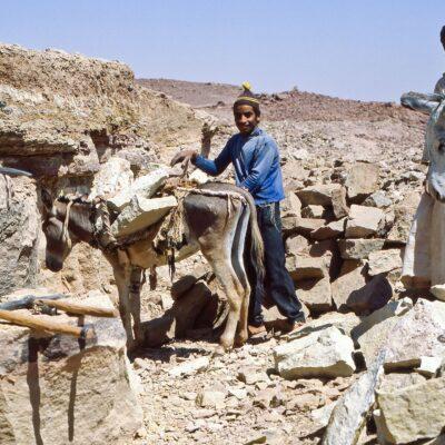 Steinbrecher am Wüstenrand – Ägypten, Assuan – Mai 1984