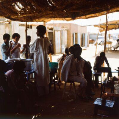 Teegenuss im Schatten – Sudan, Wadi Halfa – Mai 1984