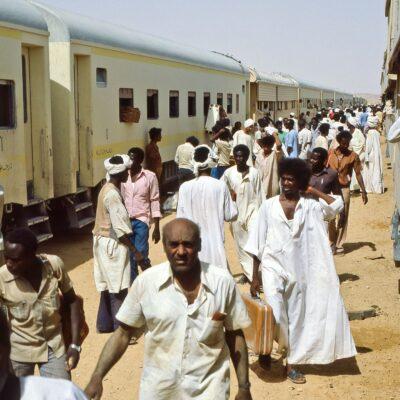 Kreuzungsstelle der wöchentlichen Züge – Sudan, Wadi Halfa bis Khartum – Mai 1984