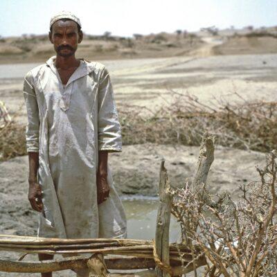 Bewachtes Wasserloch – Sudan, New Halfa nach Kassala – Mai 1984