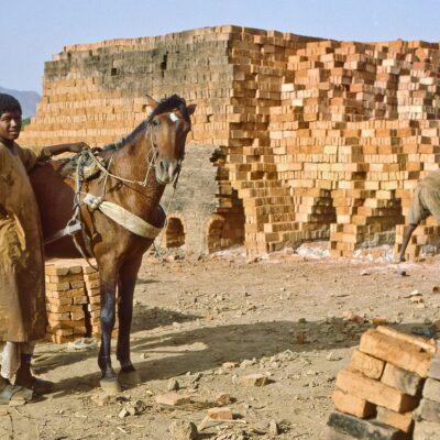 Erfolgreicher Brennvorgang in Ziegelbrennerei – Sudan, Kassala – Mai 1984