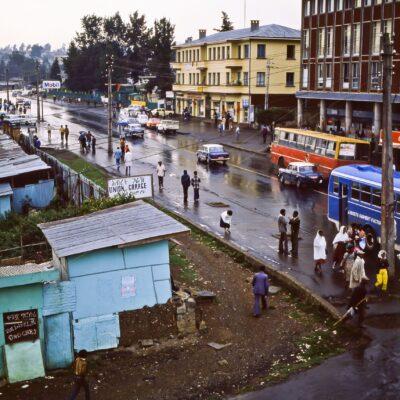 Blick vom Hotel auf eine grüne Landschaft – Äthiopien, Addis Abeba – Juni 1984