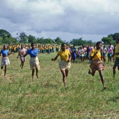 Barfuß Wettrennen auf Wiese – Kenia, Gazi – Juli 1984