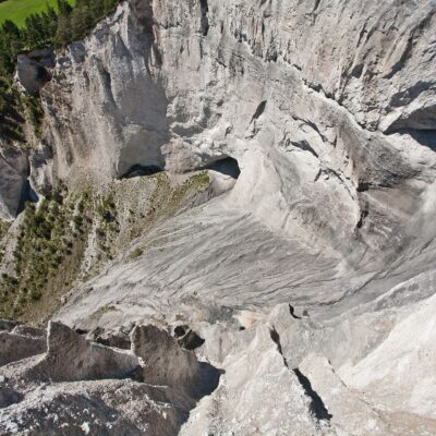Schlucht mit höhlenartigen Öffnungen – Ruin Aulta – 7. Juli 2007