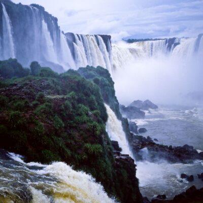 Wasserfälle von der Fallkante – Brasilien, Iguazu-Wasserfälle – Oktober 1984