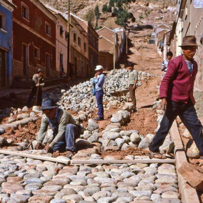 Straßenbau in Handarbeit – Bolivien, Betanzos – November 1984