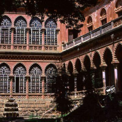 Fassade zum Park – Bolivien, Castillo de la Glorieta – November 1984