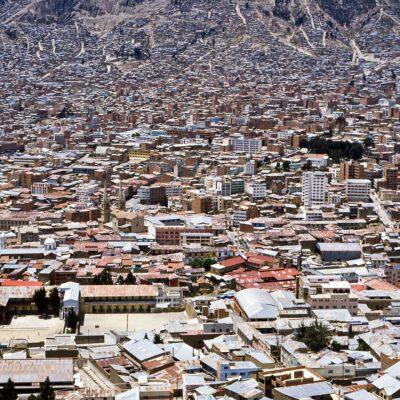 Siedlungen wachsen die Hanglagen hoch – Bolivien, La Paz – Dezember 1984