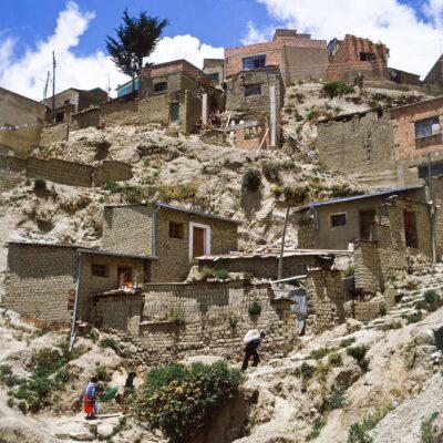 Häuser nur auf Trampelpfaden erreichbar – Bolivien, La Paz – Dezember 1984