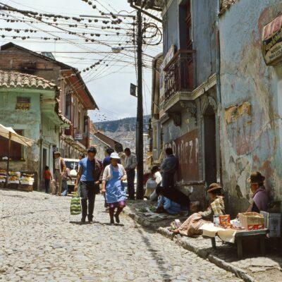 Pflanzen auf elektrischen Leitungen – Bolivien, La Paz – Dezember 1984