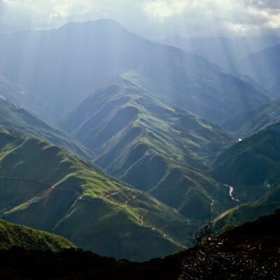 Den Anden vorgelagerte Hügelkreten – Bolivien, Coroico – Dezember 1984