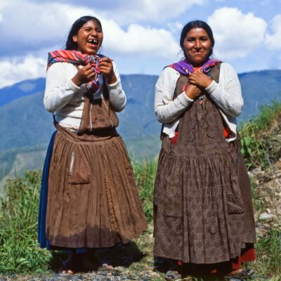Zwei uns begleitende Indio-Frauen – Bolivien, Arapata – Dezember 1984
