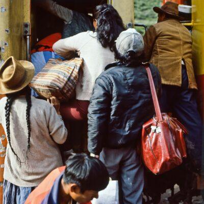 Gedränge beim Einsteigen – Peru, Ollantaytambo – Januar 1985