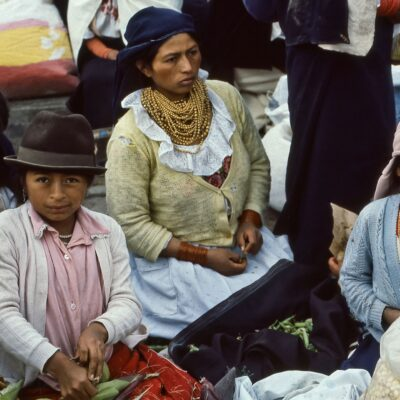 Familie verkauft Gemüse – Ecuador, Otavalo – März 1985