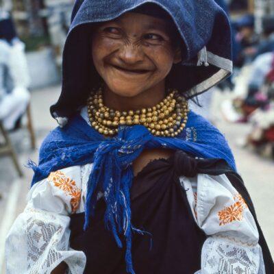 Gepflegt wirkende Bettlerin – Ecuador, Otavalo – März 1985