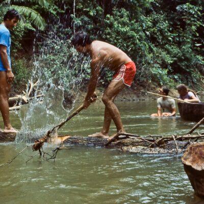 Hindernis am Rio Cononaco – Ecuador, Rio Cononaco – März 1985