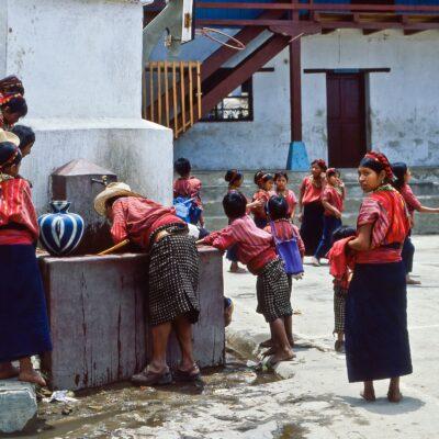 Einheitliche Kleiderordnung – Guatemala, San Antonio Palopó – April 1985