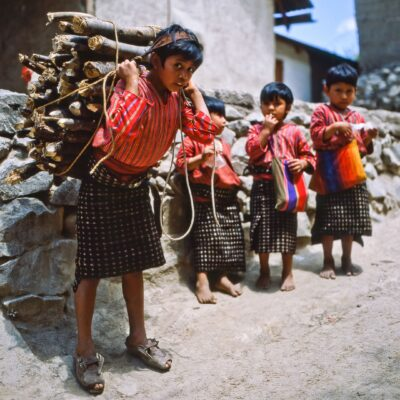 Junger Lastenträger – Guatemala, San Antonio Palopó – April 1985