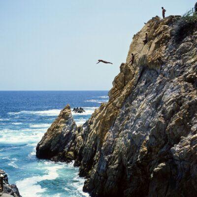 Klippenspringer mitten im Flug – Mexiko, Acapulco – Juni 1985