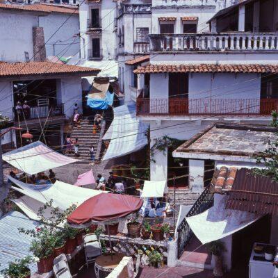 Verwinkeltes Ineinander von Häuser und Treppen – Mexiko, Taxco – Juni 1985