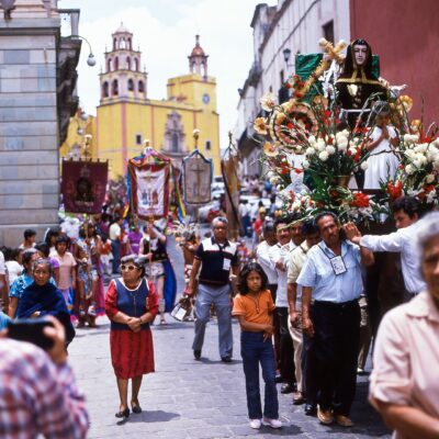 Vielfältig gelebte Prozession – Mexiko, Guanajuato – Juni 1985